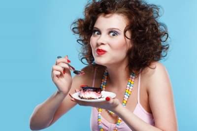 Диетолог рассказал, как отказаться от сахара и соли без стресса для организма