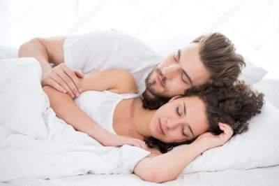 Психологи рассказали, почему важно супругам спать отдельно